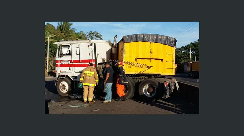 Rastras provocan accidente en carretera a Sonsonate