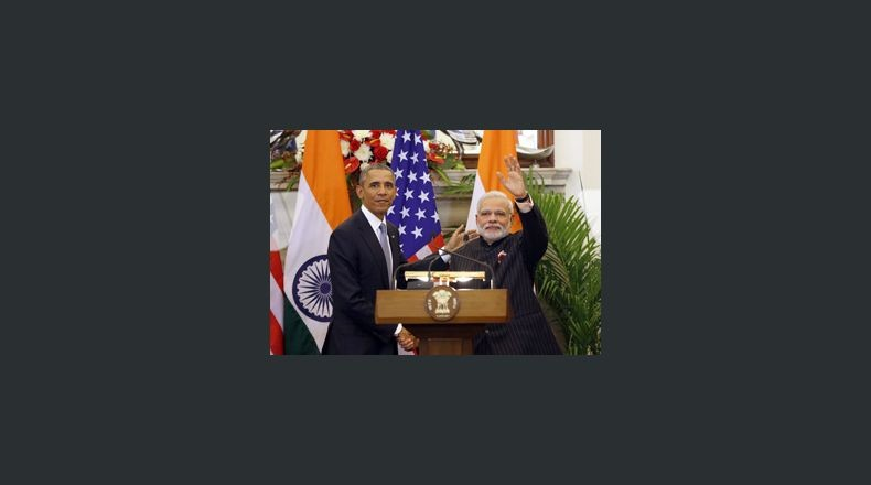 DEL50. New Delhi (India), 25/01/2015.- Indian prime minster Narendra Modi (L) and US President Barack Obama after a joint press conference at Hyderabad House in New Delhi, India on 25 January 2015. India and the United States announce a breakthrough in implementing a civil nuclear agreement that has been stalled for six years. The two points of contention are India's nuclear liability law, which has prevented US companies from doing business, and US insistence on tracking fissile material supplied to India.Modi and Obama also say their countries agreed to collaborate on advanced defence projects. EFE/EPA/HARISH TYAGI