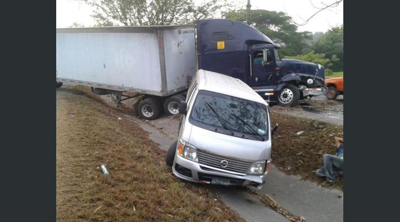 Congestión vehicular por accidente en carretera de Oro